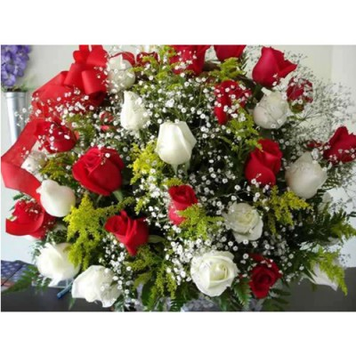 Bouquet with Red and Whte roses Love 19